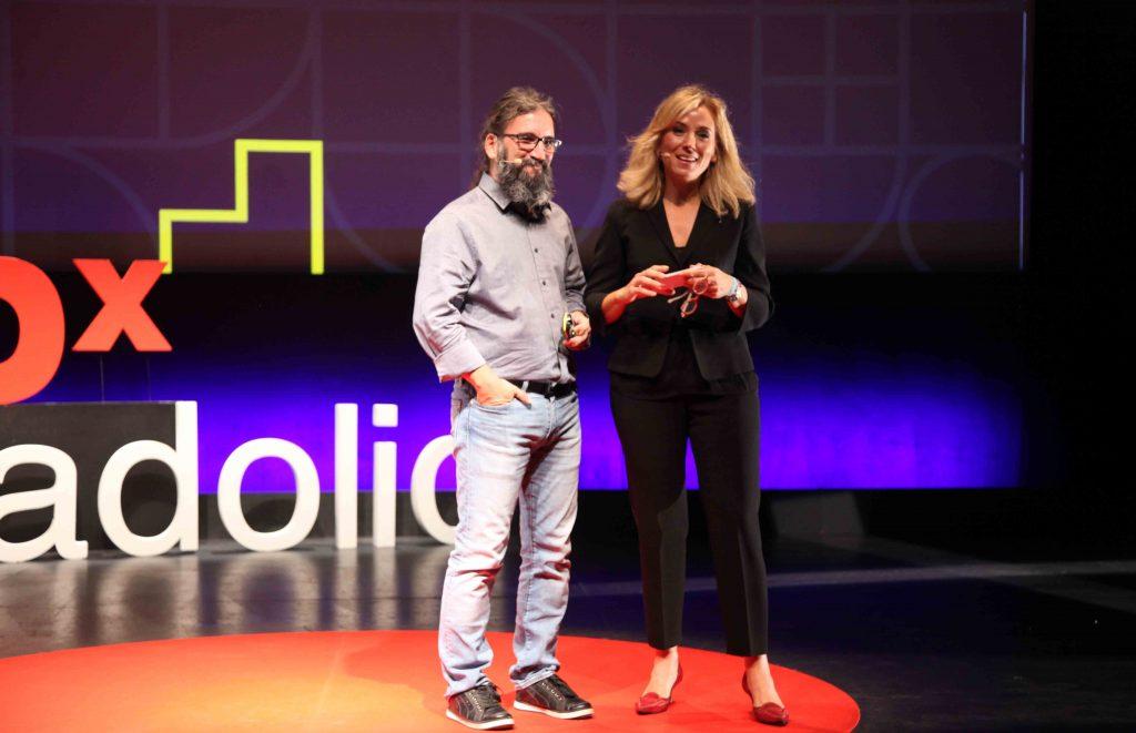 Con Belén Viloria, organizadora de TEDxValladolid, durante la séptima edición, celebrada en la sala Concha Velasco del LAVA. FOTO NACHO CARRETERO-TEDXVALLADOLID
