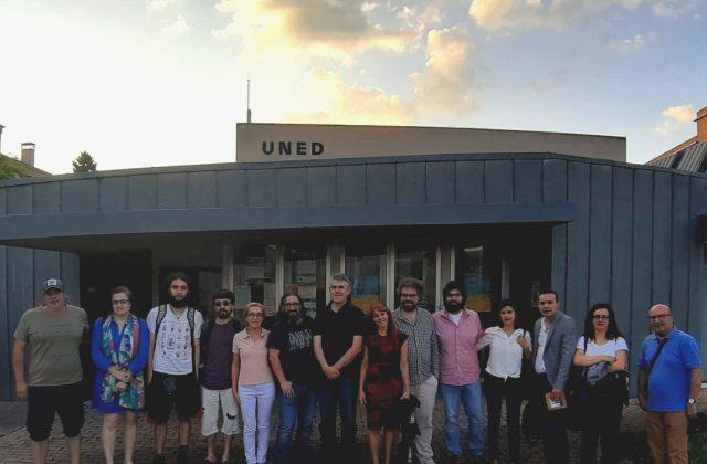 Ponentes y parte de los asistentes al curso de Periodismo Narrativo en la UNED de Ponferrada.